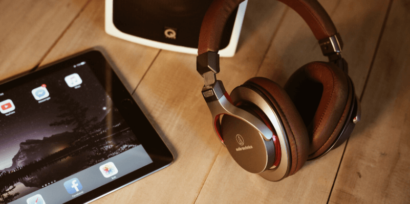 Headphones for iPad